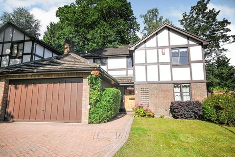 4 bedroom detached house for sale - Holmbury Park, Bromley