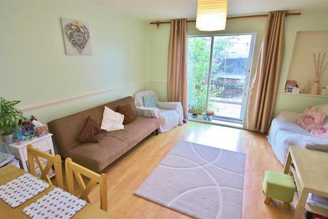 2 bedroom property to rent - Sheerwater Road, London, E16 3SU