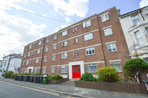 2 bedroom flat for sale - Ceylon Place, Eastbourne