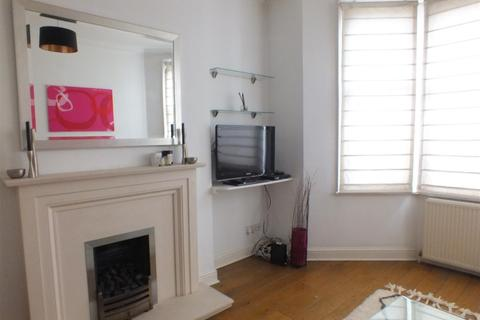 1 bedroom flat to rent - Constantine Road, London