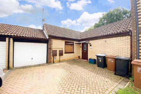 2 bedroom bungalow for sale - Hall Piece Close, Ecton Brook, Northampton