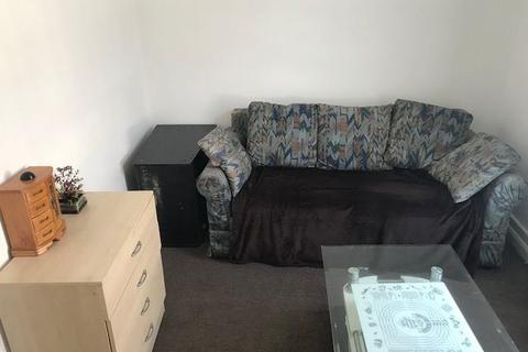 4 bedroom flat to rent - Enfield