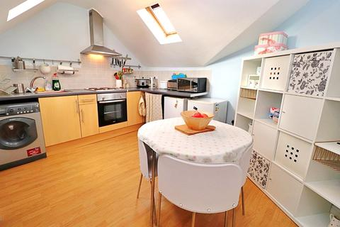 2 bedroom flat to rent - Broadway, Cardiff, CF24
