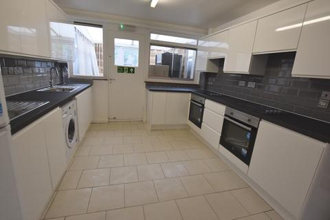 5 bedroom terraced house to rent - Laundry Road, Hammersmith, London W6