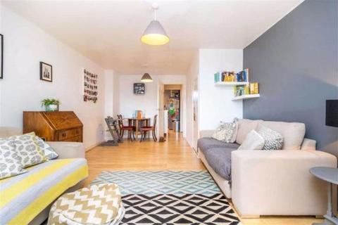 2 bedroom apartment - Sandra Close, New Road, London