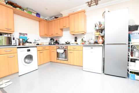 2 bedroom apartment to rent - Buckingham Court, Carlisle Road, ROMFORD, RM1