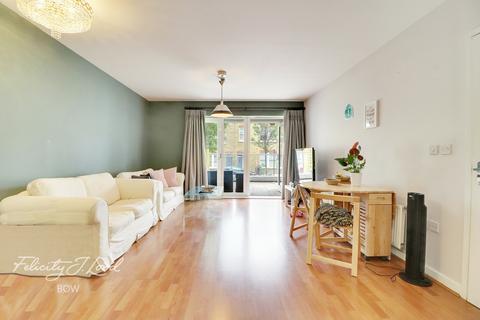 2 bedroom flat for sale - Tredegar Road, London, E3