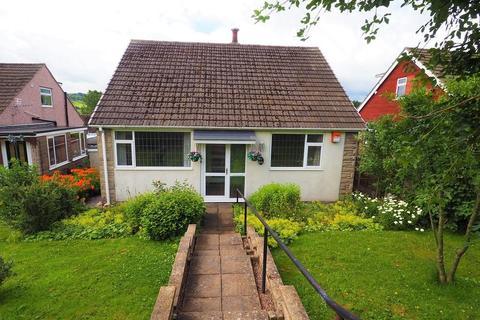 2 bedroom detached bungalow for sale - Horsefair Avenue, Chapel-en-le-Frith, High Peak, Derbyshire, SK23 9SQ