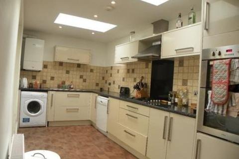 4 bedroom semi-detached house to rent - Tradescant Road, London SW8