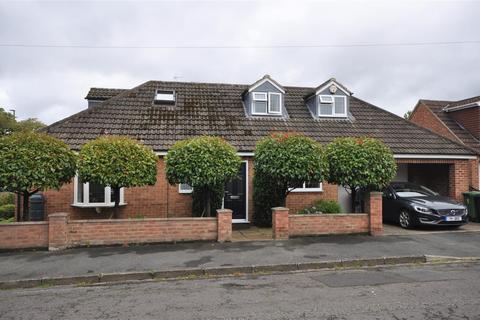 3 bedroom detached bungalow for sale - Newlands Drive, York, YO26 5PQ