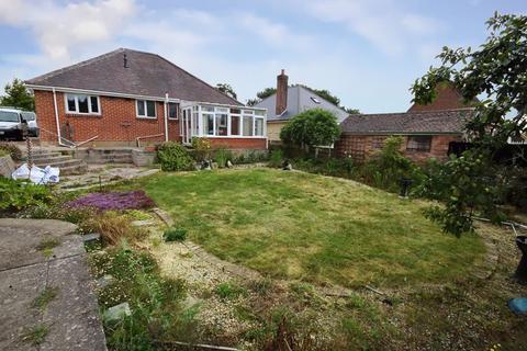 2 bedroom bungalow for sale - Herbert Avenue, Parkstone, Poole, BH12