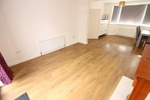 3 bedroom terraced house to rent - Brookside, Uxbridge, UB10