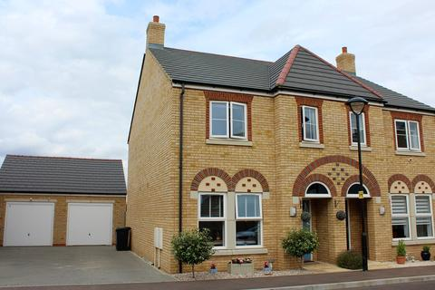 3 bedroom semi-detached house for sale - Louise Rise, Fairfield, Hitchin, SG5