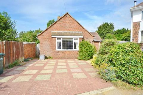2 bedroom detached bungalow to rent - Fallowfield Close, Hove