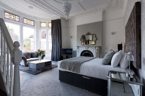 Studio to rent - Tyndalls Park Road, Clifton