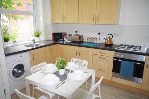 3 bedroom house share to rent - Edge Lane, Oldham