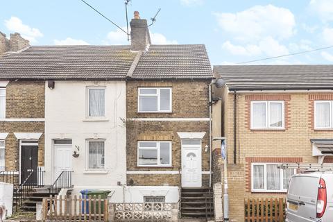 2 bedroom terraced house - Cowper Road, Sittingbourne ME10