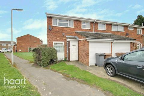 3 bedroom end of terrace house for sale - Begonia Close, CHELMSFORD
