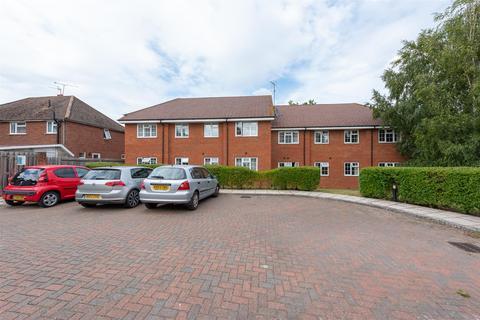 2 bedroom apartment for sale - Sadlers Court, Wokingham, Berkshire, RG41 5AF