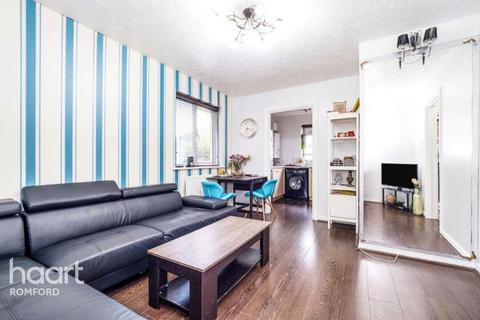 2 bedroom apartment for sale - Lupin Close, Romford