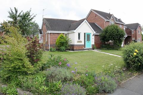 2 bedroom semi-detached bungalow for sale - Fullerton Road, Hartford, Northwich, Cheshire. CW8 1SR