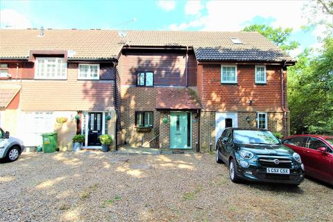2 bedroom terraced house for sale - Peverel Road, Ifield, Crawley, West Sussex. RH11 0TH
