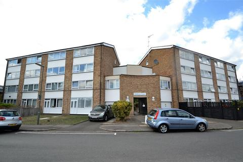 2 bedroom maisonette for sale - Andover Court, Stanwell