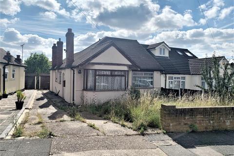 3 bedroom semi-detached house for sale - 45 Doncaster Way, Upminster, Essex