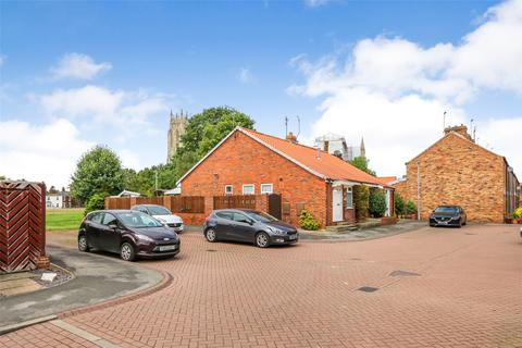 2 bedroom bungalow for sale - Minster Avenue, Beverley, East Yorkshire, HU17