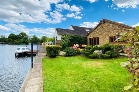 3 bedroom bungalow for sale - Riverside, Staines-upon-Thames, Surrey, TW18