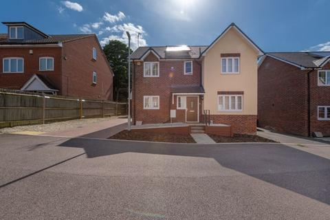4 bedroom detached house for sale - Private Gated Property in Lygrove Close, Leagrave