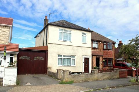 3 bedroom detached house for sale - FELTHAM - HOUSE AND OUTBUILDINGS - DEVELOPMENT POTENTIAL!