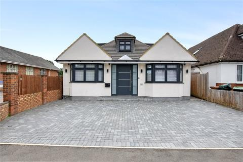 4 bedroom detached bungalow to rent - Field Way, Rickmansworth, Hertfordshire, WD3