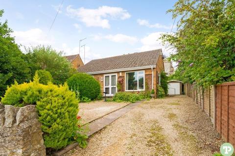 2 bedroom detached bungalow for sale - Manor Farm Road, Horspath