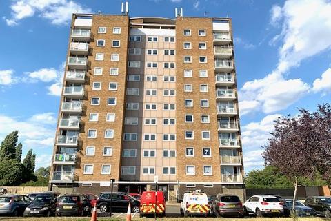 2 bedroom flat to rent - Glebelands Road, Feltham, TW14