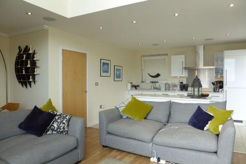 3 bedroom flat to rent - Horsted Court - P1622