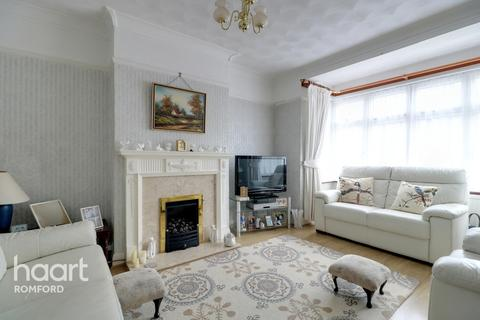3 bedroom semi-detached house for sale - Brentwood Road, Romford