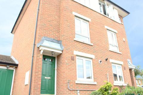 4 bedroom semi-detached house to rent - Acorn Way, Bedford MK42