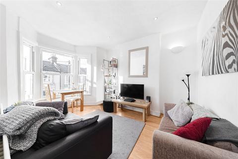 2 bedroom flat to rent - Eccles Road, London
