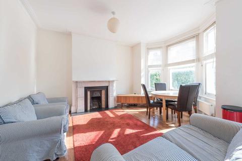 2 bedroom flat - Trent Road, Brixton, SW2