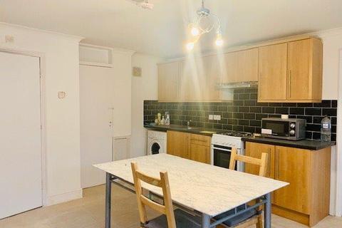 4 bedroom bungalow to rent - Copperfield Avenue, uxbridge, Greater London, ub8