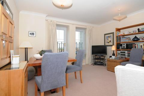 1 bedroom flat to rent - Kings Lodge, Pembroke Road, Ruislip, Middlesex, HA4 8NJ