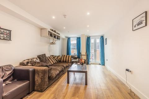 2 bedroom flat for sale - High Wycombe,  Buckinghamshire,  HP11