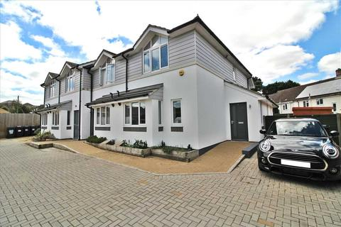 2 bedroom end of terrace house for sale - Gullivers Close, Bearwood, Bournemouth