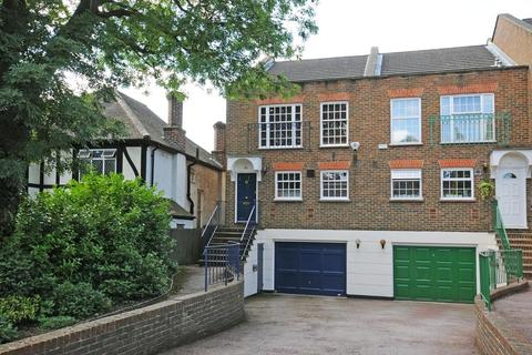 4 bedroom end of terrace house for sale - Bird In Hand Lane, Bromley