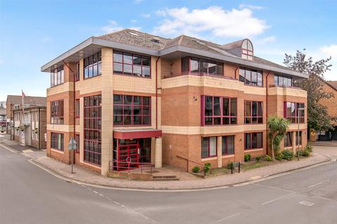 1 bedroom flat for sale - Oakfield Court, Consort Way, Horley, Surrey, RH6