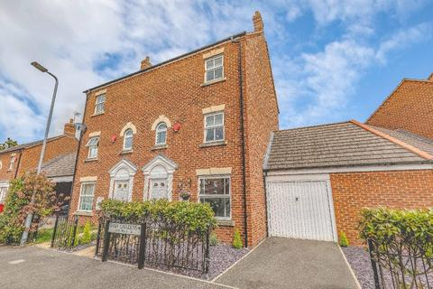4 bedroom semi-detached house for sale - Shaw Gardens, Langley, SL3 7GQ