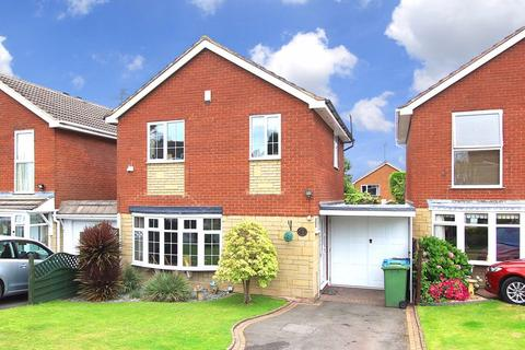 3 bedroom detached house for sale - WOMBOURNE, Chestnut Drive