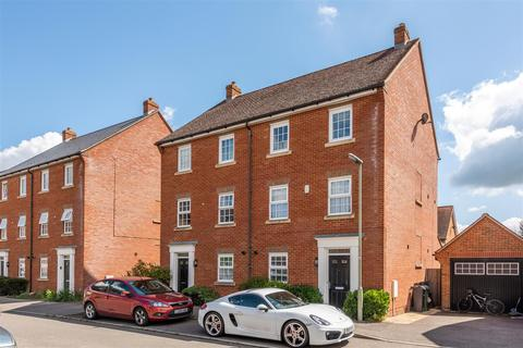 5 bedroom townhouse for sale - Newman Road, Horley