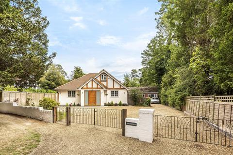 5 bedroom detached house for sale - Forest Road, East Horsley